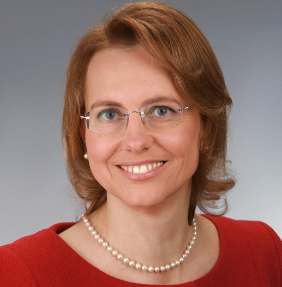 IRENE DULLINGER wird neue Vorstandsvorsitzende der Sparkasse Regensburg