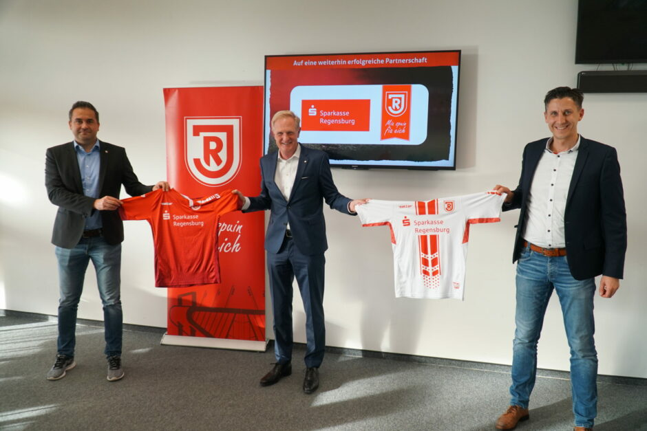 Die Sparkasse Regensburg bleibt Hauptsponsor der Jahnschmiede
