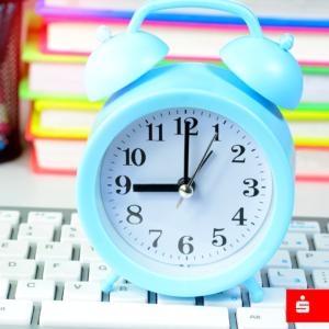 Blauer Wecker als Symbol für den Kontowecker in der Sparkassen-App